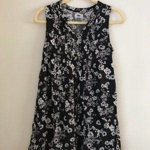 Old Navy Black & White Floral V-Neck Swing Dress